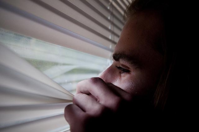 自分を嫌うと損をする。傷つきやすい人の3つの特徴